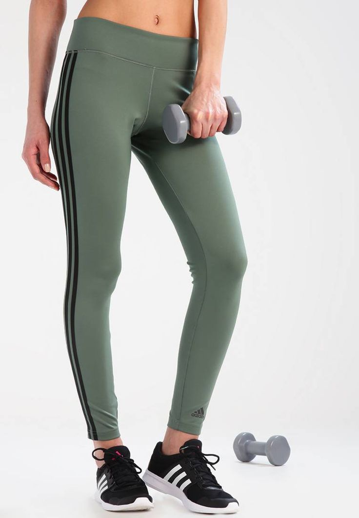 adidas Performance. Tights - trace green/black. Materiaal buitenlaag:77% polyester, 23% elastaan. materiaalverwerking:jersey. tailleband:elastisch,verstelbaar. binnenbeenlengte:71 cm bij maat S. zakken:veiligheidszak. heuphoogte:normaal. Lichaam...