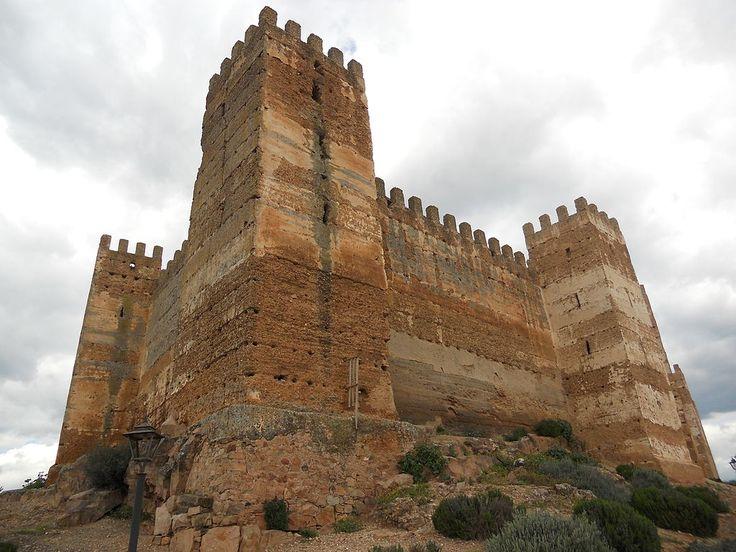 Os invitamos a pasear por el Castillo de Baños de la Encina. #historia #turismo  http://www.rutasconhistoria.es/loc/castillo-de-banos-de-la-encina