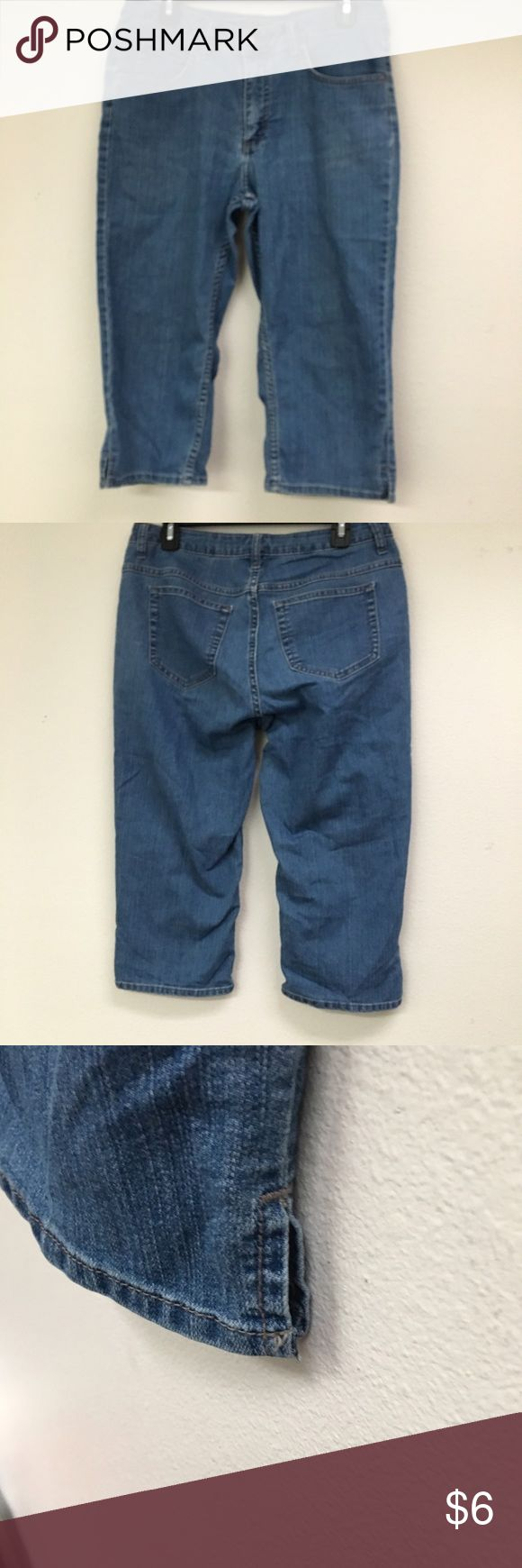 Riders by Lee Women's Capris This is a pair of good condition riders by Lee women's capris size 10.  The have slits in legs made by company Lee Jeans Ankle & Cropped