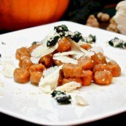 Gnocchi di zucca e castagne con formaggio di fossa di Sogliano e chips di cavolo nero #foodporn #foodphotography #recipes #cooking #pasta