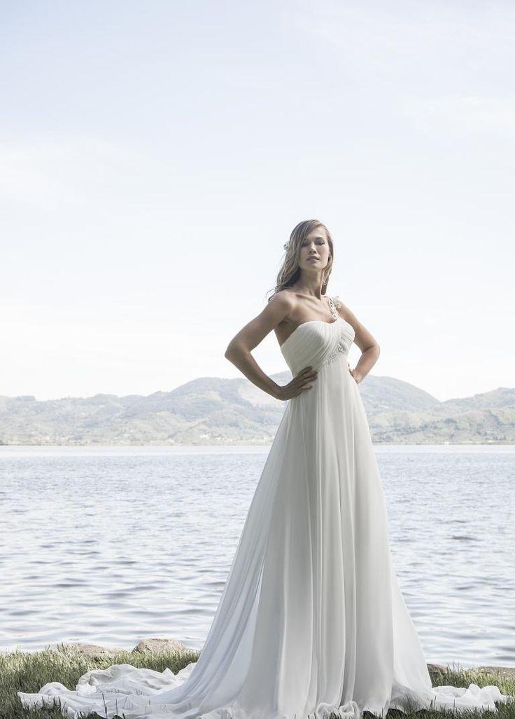abito da sposa taglio impero con ampia gonna in tessuto schiffon