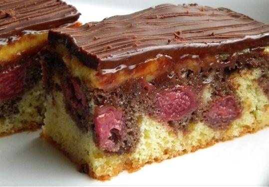 Sokszor elég egy apróság, hogy egy egyszerű desszertet igazán különlegesség tegyünk!Csupa egymáshoz illő, kellemes íz, amikkel könnyedén levehetjük a lábukról a vendégeinket. És az elkészítése sem bonyolult. Hozzávalók: Tésztá...