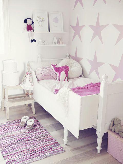 Baby girl inspiration bedroom/Bilderleiste über dem Bett