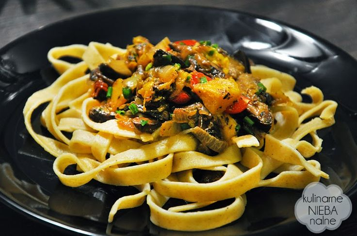 Tagliatelle with porcini mushrooms, pumpkin, onions and ginger