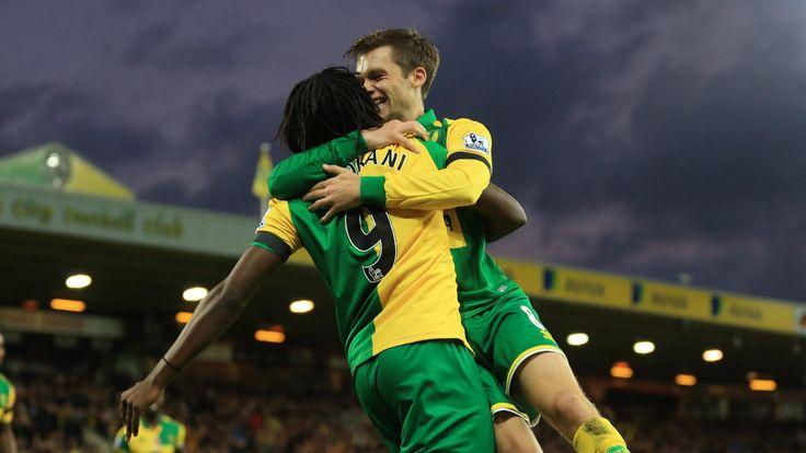 @NorwichCity Jonny Howson & Dieumerci Mbokani #9ine