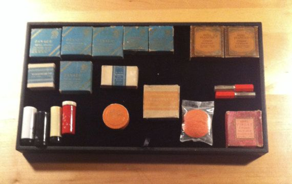 Vintage Lot of Art Deco Compact Powder and Puff by cerritorose