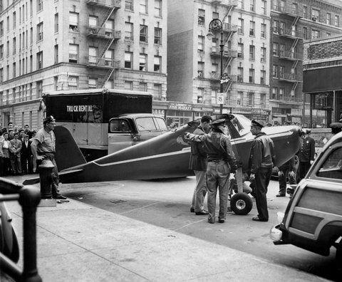En septiembre de 1956, Thomas Fitzpatrick estaba pasado de copas en un bar en el norte de Manhattan. Robó una avioneta y aterrizó en plena St. Nicholas Avenue, frente al bar, a las 3 A.M.      El locatario no le creyó la historia, por lo que Fitzpatrick lo hizo de nuevo en octubre de 1958, esta vez aterrizando en la esquina de Amsterdam y la 187.
