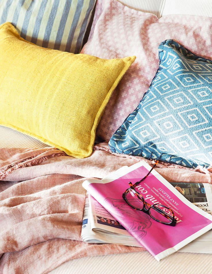 Un antes y un despu s decorar con telas pinterest - Almohadas para cama ...