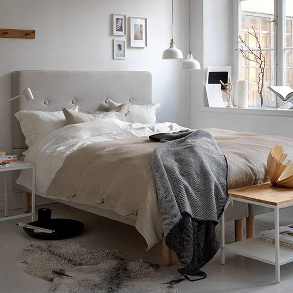 De ideale slaapkamer biedt comfort, rust en luxe. Er is bij de inrichting van deze prachtige kamer gekozen voor een comfortabele boxspring met een stoffen hoofdeinde waardoor de slaapkamer gelijk e…