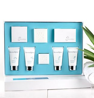 30ml Serendipity Gift Box - Serendipity Shampoo, Conditioner, Body Wash, Body Balm, 30gm and 50gm soaps, vanity kit and shower cap. This beautiful gift pack is a great sampler for your guest to commence their indulgent stay with you. #hotel #toiletries #essentialoils
