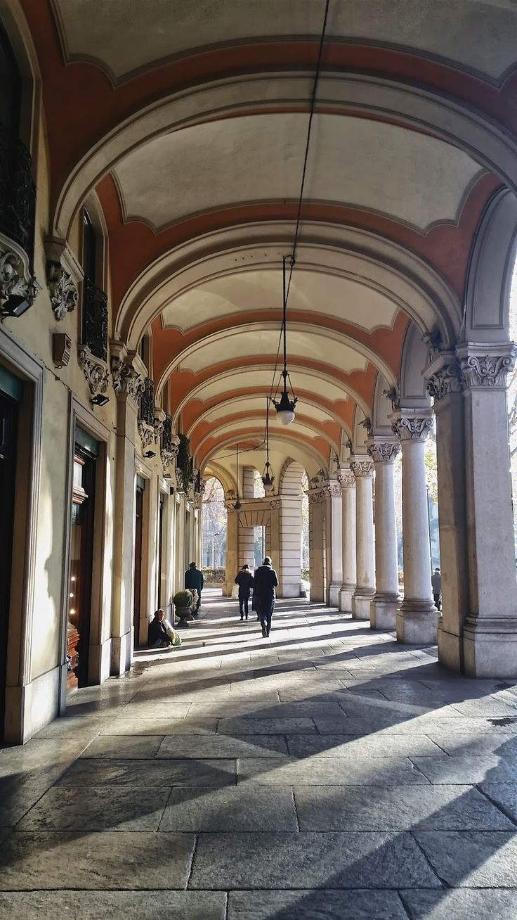 Torino. Under the arcade