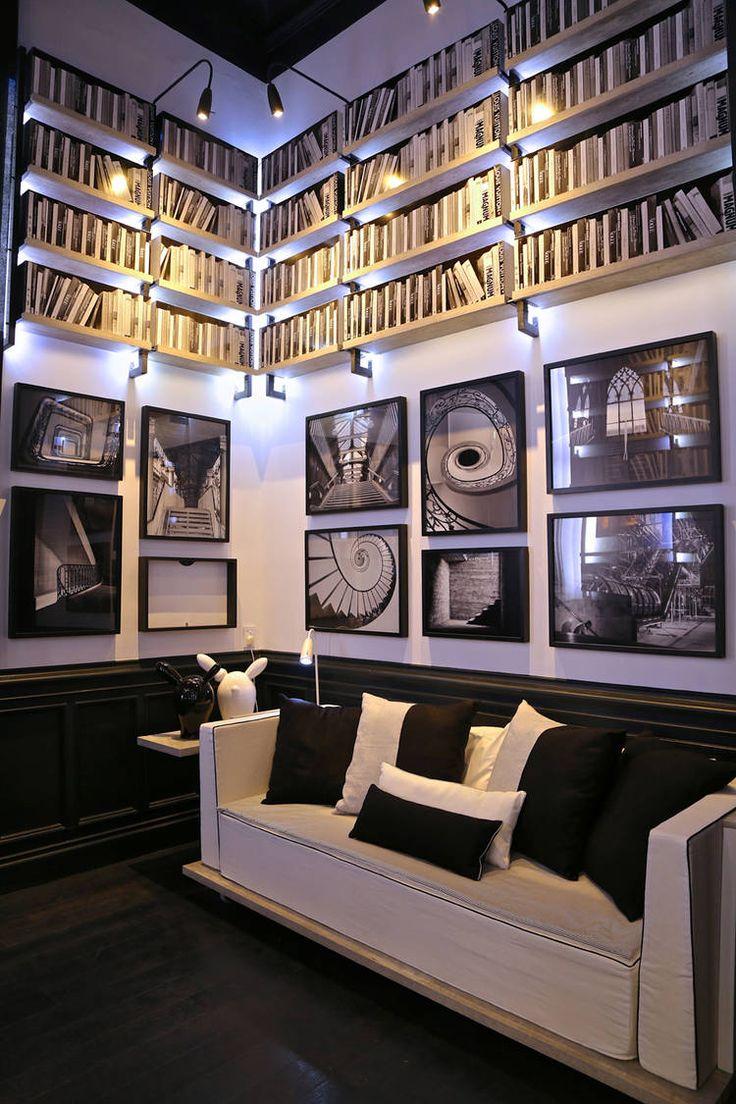 Casa FOA: una biblioteca con luz, arte y a medida
