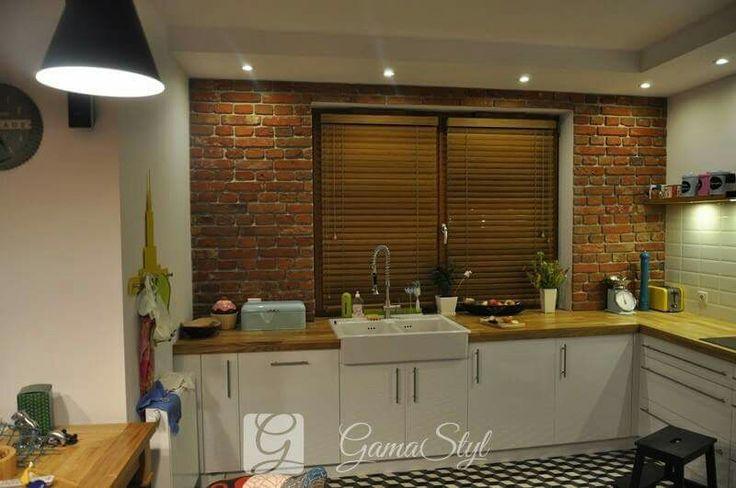 Żaluzje drewniane 50 mm, drabinka sznurkowa w kolorze lameli, żaluzje drewniane w kuchni http://www.gamastyl.pl/oferta/zaluzje-drewniane