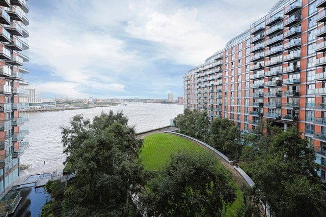 Gorgeous Riverside 3 Bed Apartment In Canary Wharf Zone 2 Financial District Updated 2019 Tripadv London Vacation Rentals Trip Advisor Financial District