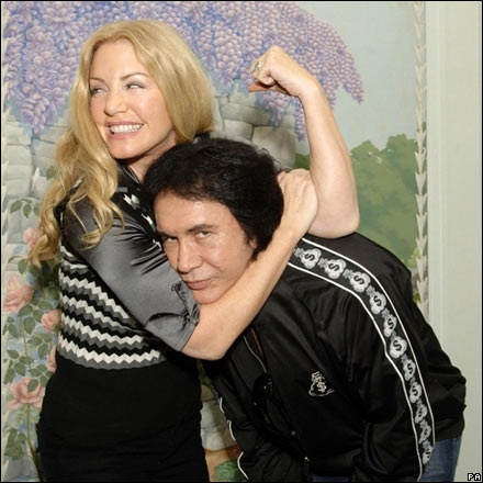 Tweed has lived with Gene Simmons of Kiss since 1983. The couple have two children, Nicholas and Sophie Alexandra Simmons. The family members star in a reality television show on A&E entitled Gene Simmons Family Jewels. On October 1, 2011 Shannon and Simmons married at the historic Beverly Hills Hotel in Beverly Hills, California..