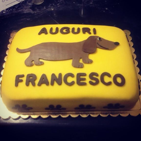 #Yellow #Brown #Dachshund #Cake for #Birthday #sugarpaste // #Torta #bassotto in #pasta di #zucchero #pastadizucchero #pdz #giallo #marrone // #Teckel #tarte #Fondant #Gateaux pour #anniversaire #jaune et #brun