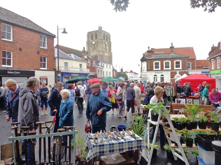 The #Beccles #Antiques Street Market held in the centre of Beccles will take place on Sunday 1st May,  (Bank Holiday weekend).