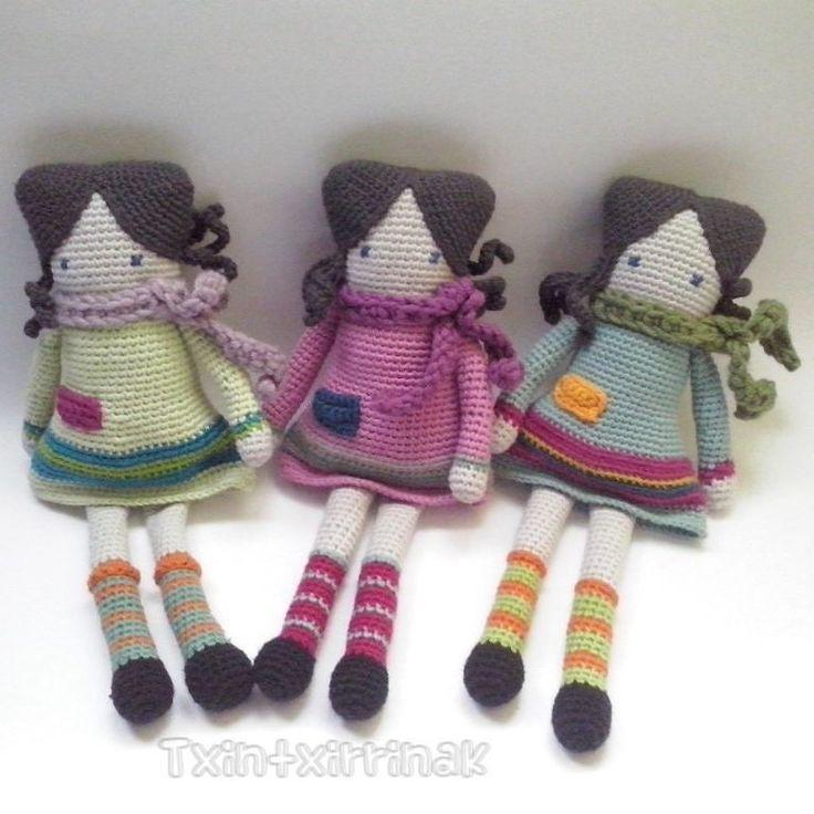 Cuanto tiempo sin ver una muñeca cuadrada eh? Jajaja... pues aquí teneis 3 acabadas. #crochet#ganchillocreativo #ganchillo #handmade #hechoamano #tejer #tejemosysomosmodernos #tejermola #tejerengancha#instacrochet #jugueteshechosamano#amigurumis #eskuzeginda #eskuzegina #kakorratza#ganxet #crochetlover #amigurumi#artisaua#artisautza by txintxirrinak