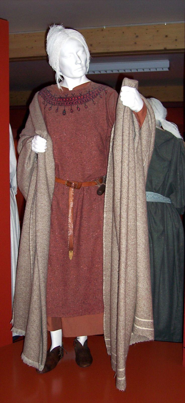 saxon women dress
