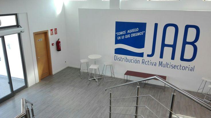 Estores opacos para salas de formación. JAB Zaragoza