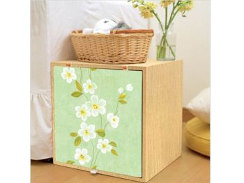 Foloseşte resturile de autocolant sau tapet pentru a personaliza mici obiecte folosite pentru depozitare.