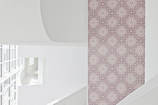 """Ganz ganz viele kleine Hirsche zusammen ergeben dieses tolle Muster aus """"alpine garden"""". Schau mal genau hin. #architecture #architektur #drapilux #stoff #design #200° #collection #print #baukasten #weiss"""