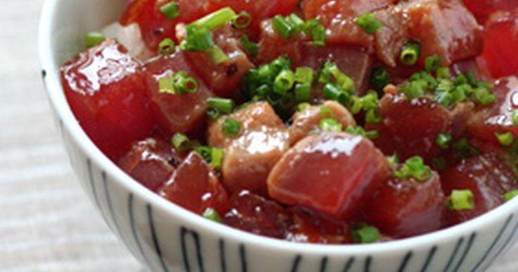 アツアツに熱したゴマ油をかけて食べる、漬けマグロ丼です。
