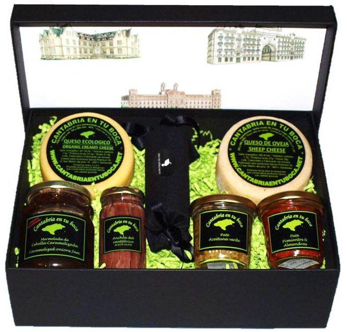 Nuestra caja regalo gourmet más especial. Todo productos artesanos de Cantabria. Miucut foie de pato, queso nata ecológico, queso de oveja bodega, anchoas de Santoña sobadas a mano, mermelada cebolla caramelizada y dos deliciosos pates