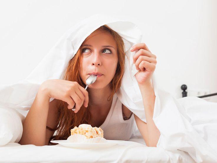 ¿Dormir poco hace subir de peso?Comer y dormir son necesidades básicas del organismo esenciales para la supervivencia. También son procesos biológicos estrechamente vinculados, ya que la falta de sueño puede traer como consecuencia sobrepeso y obesidad, además de afectar la salud en general.