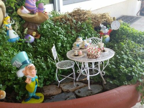 269 best images about fairy gardens on pinterest gardens beauty and the beast and hobbit garden for Alice in wonderland fairy garden