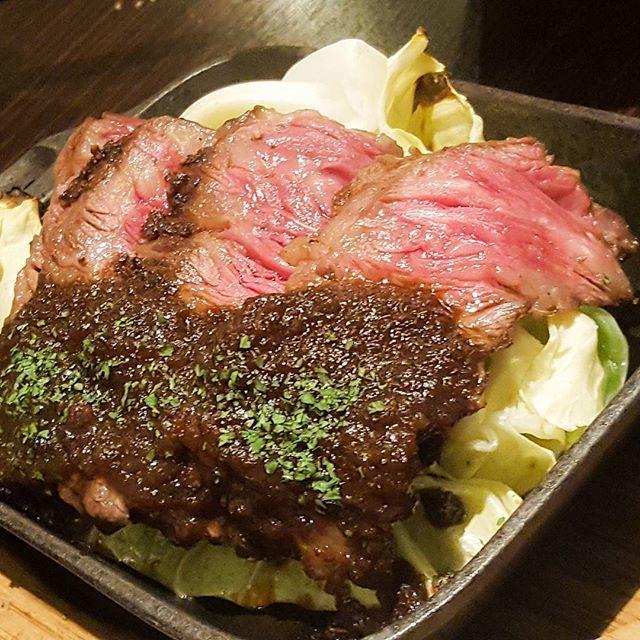 月曜から肉。パワー。オニオンソースおいしい。#肉 #牛肉 #赤身 #五反田 #マルミチェ #コスパ最高