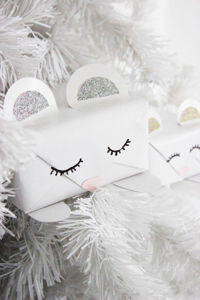 Valkoiset joululahjapaketit lapsille  Fun white gift wrapping idea for kids!