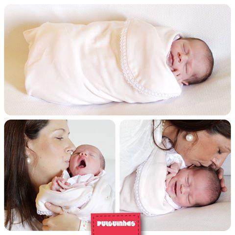 A Manta Swaddle Pulguinhas é o abraço de algodão macio que tranquiliza e aconchega o bebé. Até o 'João Pestana' chega mais depressa. :) #Pulguinhas #Swaddle