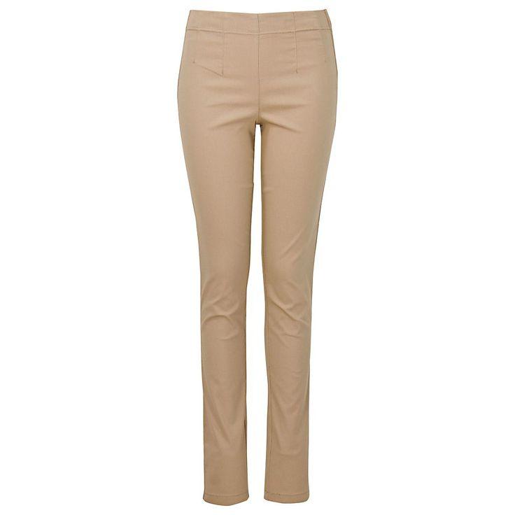 Prachtig met bruine laarzen en het beige/grijze langere vest van cashmere. Draag het met een blouse eronder in een contrasterende kleur, bijvoorbeeld blauw.