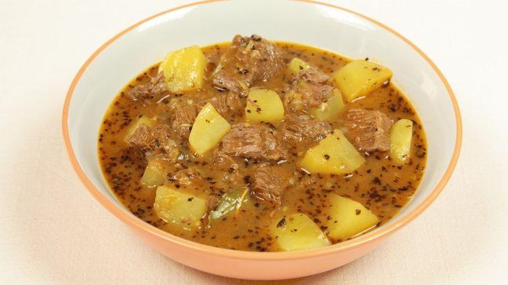 Ricetta Zuppa di gulasch trentina: La zuppa di gulasch o goulash alla trentina è una squisita ricetta che ha origini al di fuori dell'Italia, ma che oggi ha conquistato tutti.