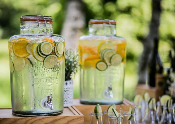infused water dispenser, perfect for a summer wedding weddingwonderland...