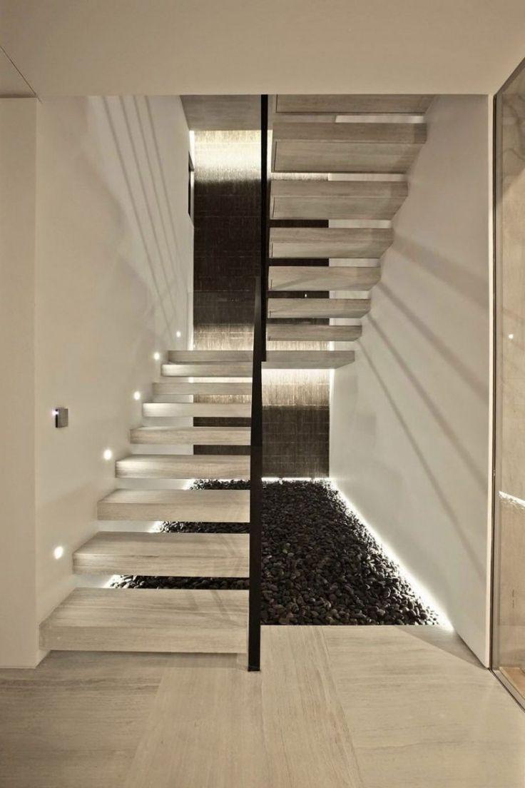 escalier demi-tournant avec palier, marches suspendues et spots