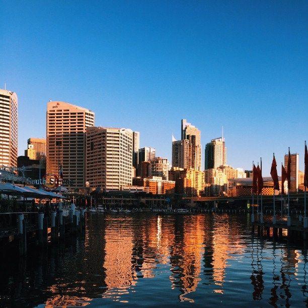 ダーリングハーバーはシドニーを代表する観光地!水際沿いに並ぶおしゃれなレストランやカフェに行ってみたい。シドニー旅行の観光見所。