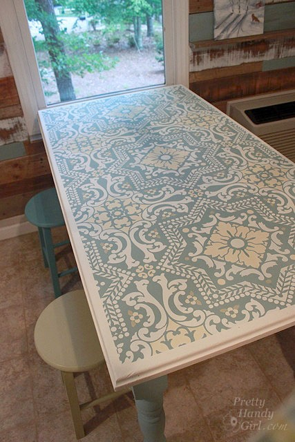 Old table.  Used ASCP - Old White, Duck Egg Blue, Versailles and Cream.  Stencil from Royal Studio Design.  Like the colours.
