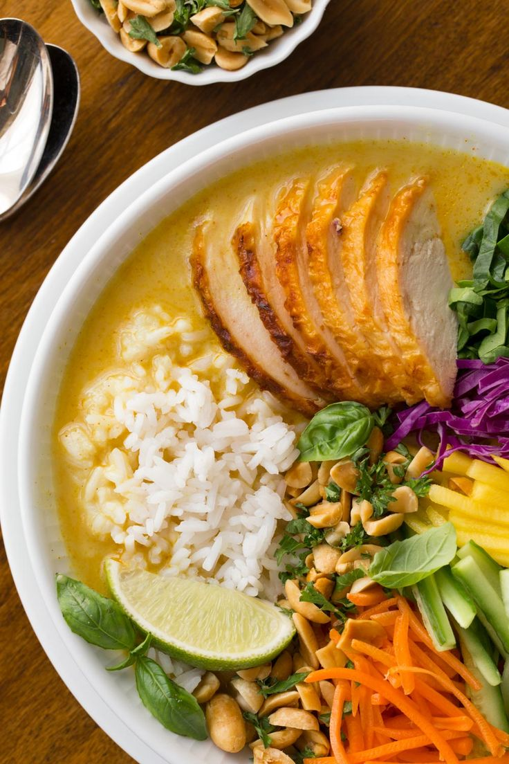 Fresh and vibrant, these 30 Minute Vietnamese Chicken and Rice Soup Bowls are super easy to put together; and you'll find yourself craving it again and again! thecafesucrefarine.com