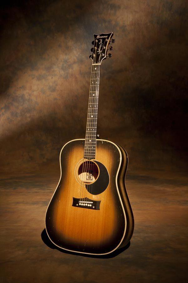 joe robinson bass guitar - 600×900