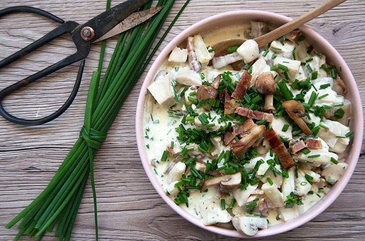 Hønsesalat med bacon - opskrift på den fantastiske klassiske salat