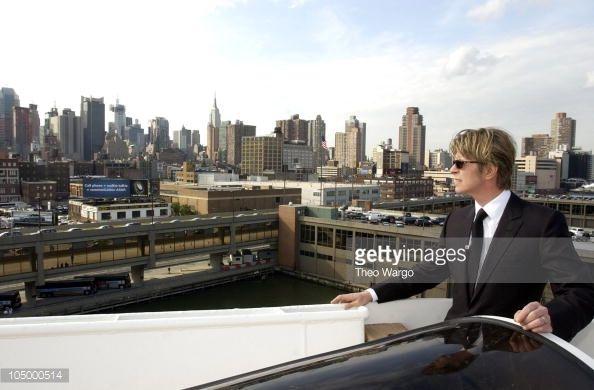 Parcourir les dernières photos de David Bowie disembarks the QE2 in New York City from England. David Bowie will. Afficher les images pour en savoir plus au sujet de David Bowie disembarks the QE2 in New York City from England. David Bowie will sur Getty Images.