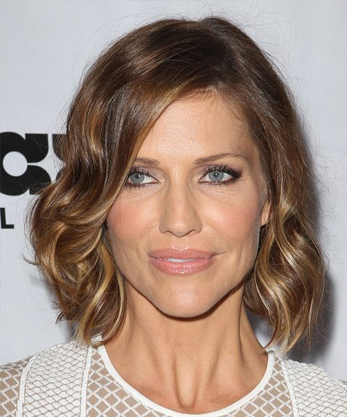 Tricia Helfer Medium Wavy Casual Hairstyle – Caramel Brunette Hair Color with Blonde Highlights