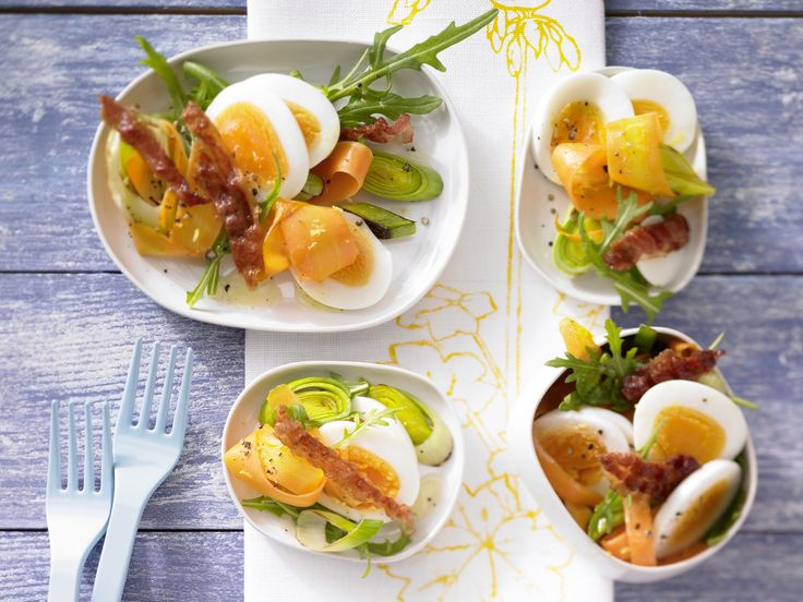 Eiersalat mit Rucola - und knusprigem Bacon - smarter - Kalorien: 200 Kcal - Zeit: 30 Min.   eatsmarter.de