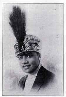 Socialite A' Lelia Walker. Helped her mother, self-made millionaire Madam CJ Walker, build her empire from mail order business to multi-level sales and distribution. She ws also a patron of the Arts during the Harlem Renaissance.