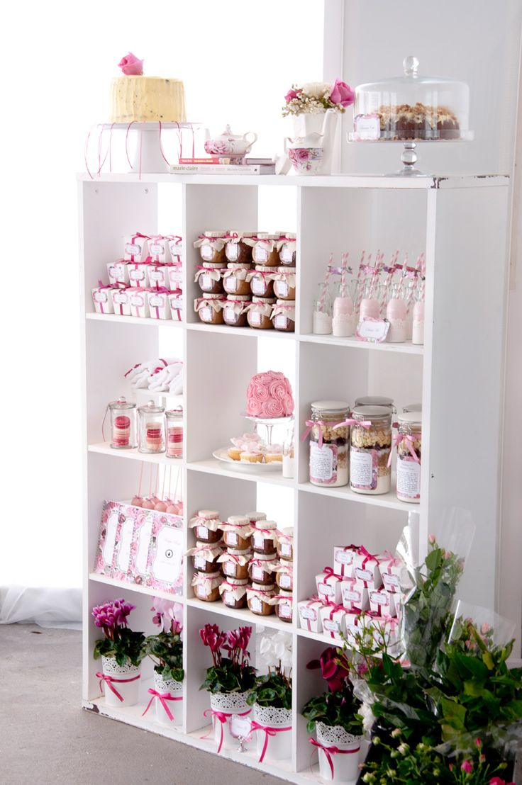 High tea party party pinterest dulces bar y estante - Mobiliario de un bar ...