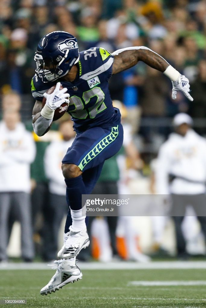 79ac1cd8b Chris Carson of the Seattle Seahawks runs the ball in the second ...