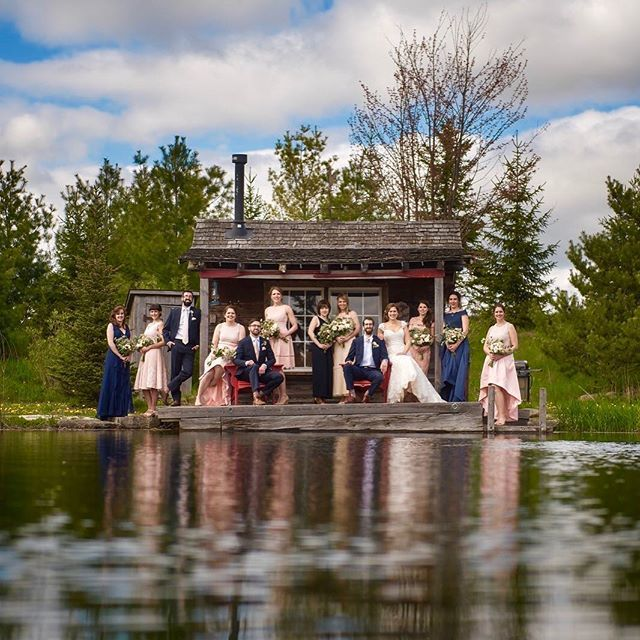 A lovely group shot at the cabin at @belcroft.estates with Kyle & @aleahhazan this was such a fun day and a fun group of people.
