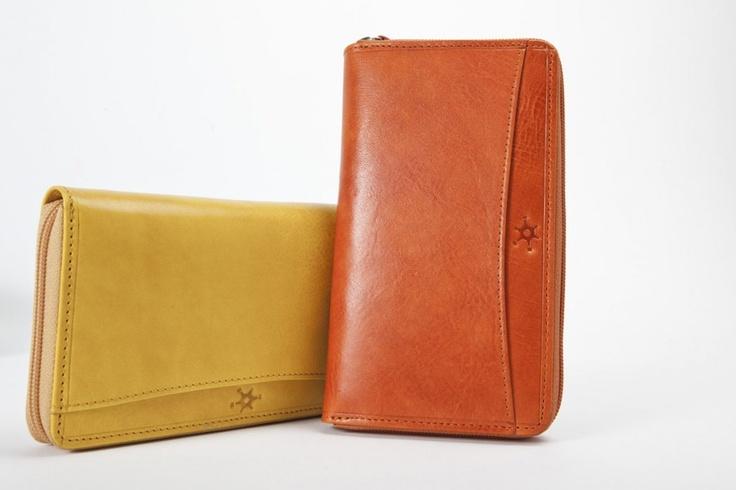 Tamponato Lampo - Dotato di chiusura lampo totale, carte di credito, banconote a soffietto, porta documenti, lampo interna per monete, è disponibile nei colori arancione e giallo. #portafogli